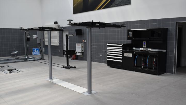 Stratstone Porsche Centre Stockport Workshop