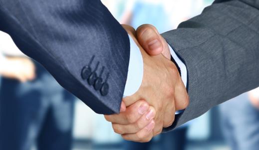 Two gentlemen shaking hands.