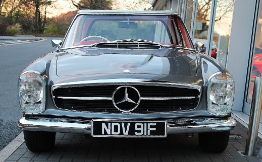 Mercedes-Benz 230 SL view from the front.