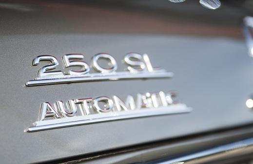 Mercedes-Benz 250SL Pagoda car badge.