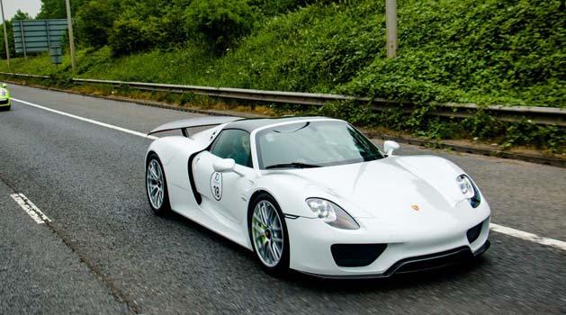 White Porsche 918 Spyder.