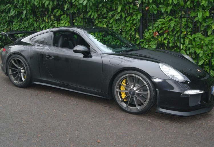 Side view of a Porsche 911 GT3.