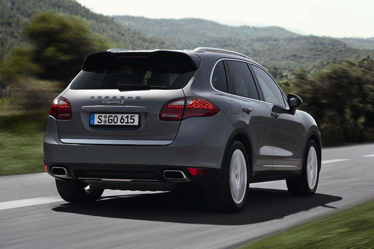 Rear view of the Porsche Cayenne in grey.