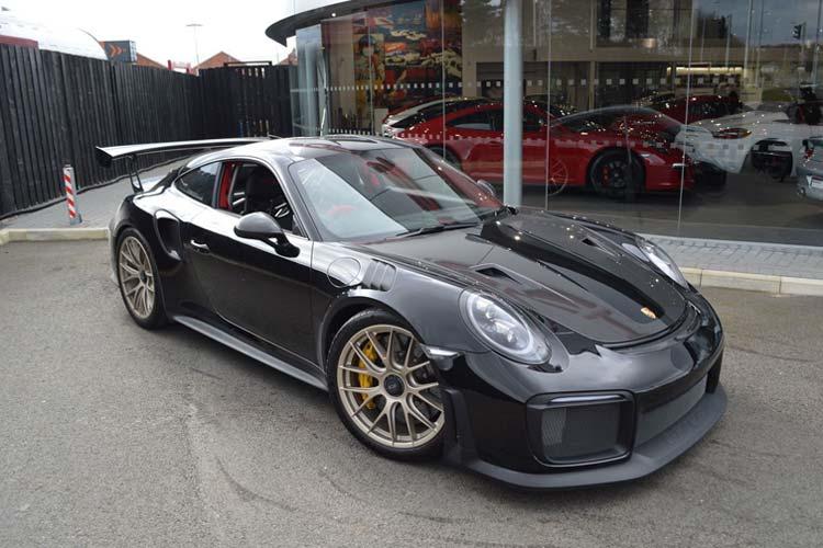 Black Porsche GT2.