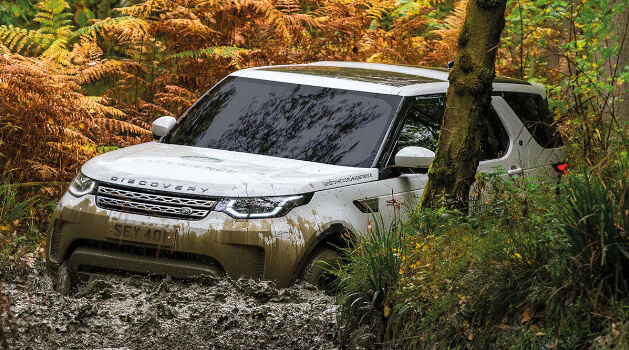 Land Rover driving through the mud at one of our Experience Centres.