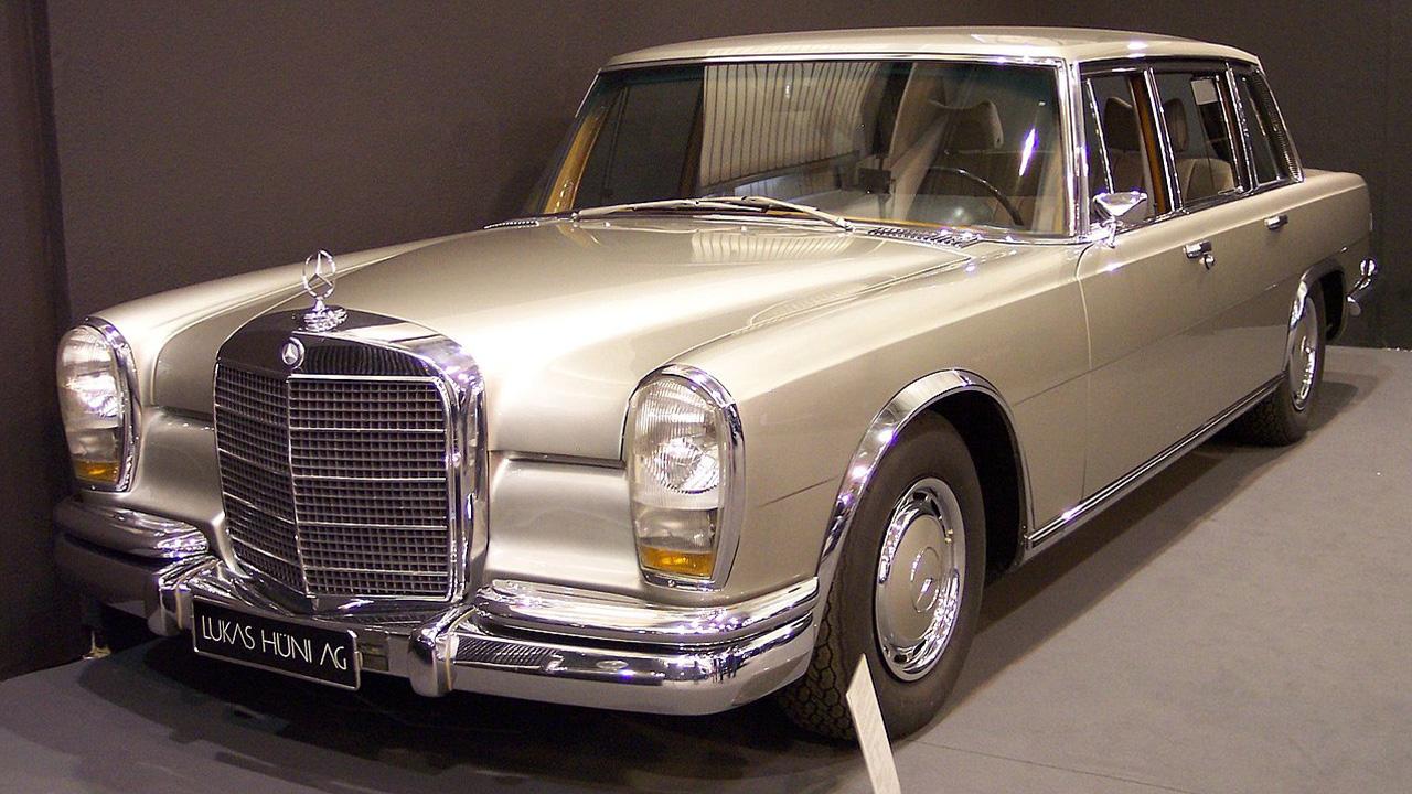 Silver Mercedes-Benz 600 LWB