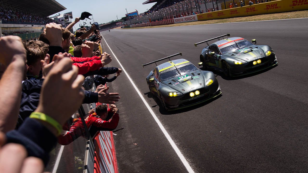 aston martin pitwall celebrating 24 hours of le mans win, 2017