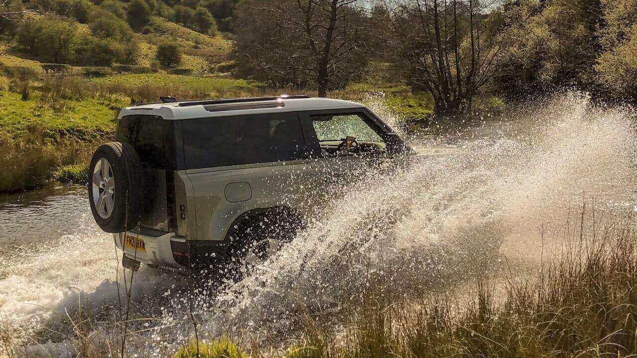 Defender 90 Water Splash