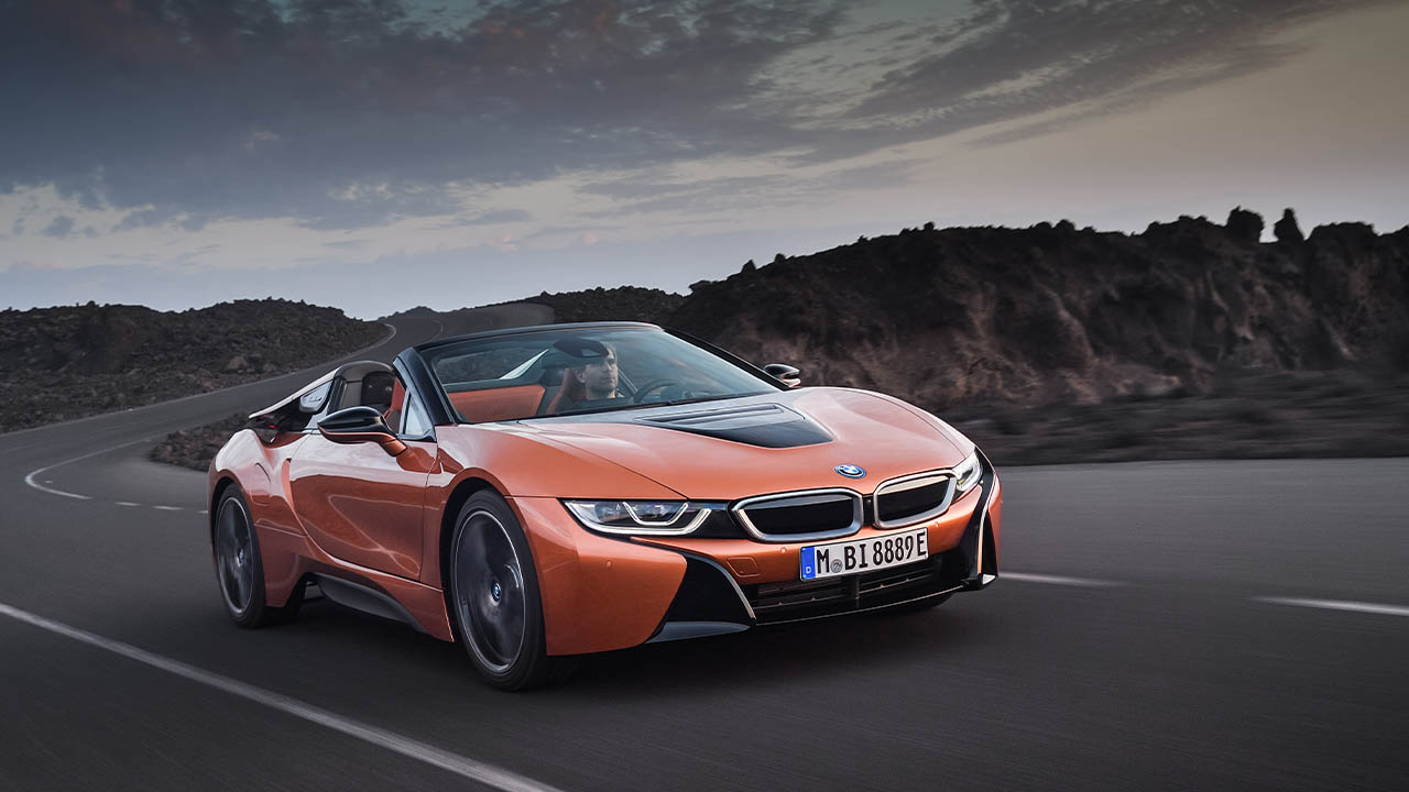 orange bmw i8 driving