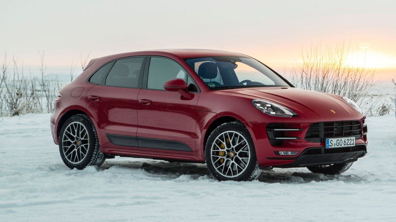 Porsche Macan: Snow