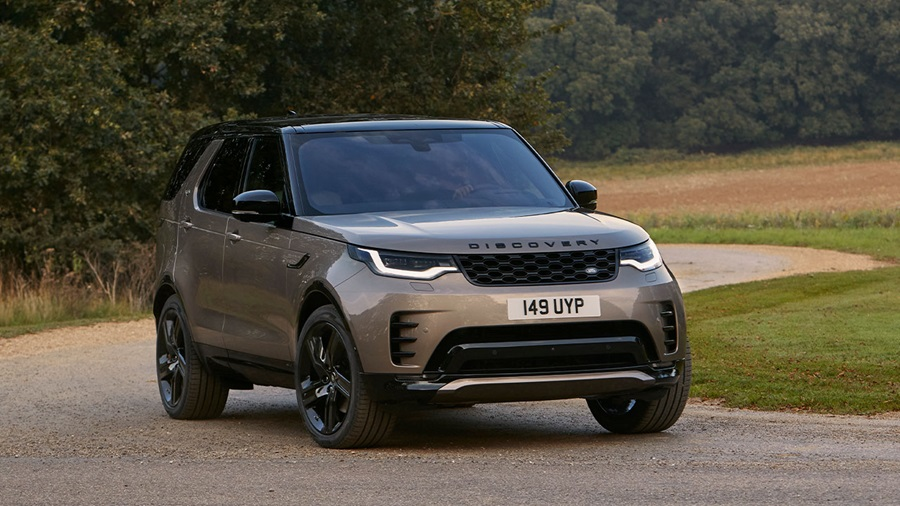 Land Rover Discovery, driving in countryside
