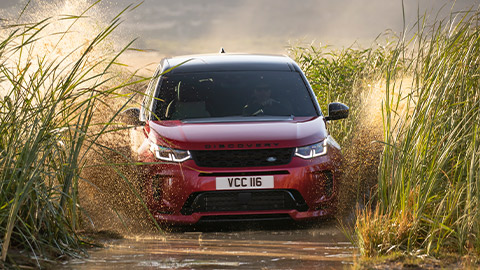 Land Rover Discovery Sport, driving in shallow water