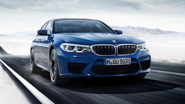 BMW M5 in blue.