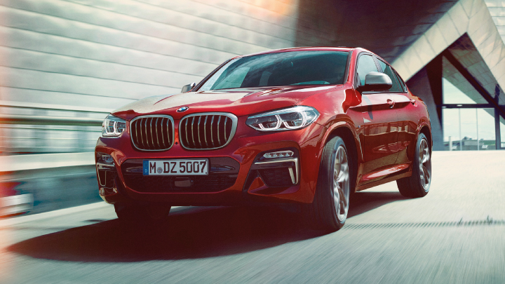 BMW X4 in red.
