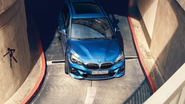 Blue BMW 2 Series Gran Tourer Aerial