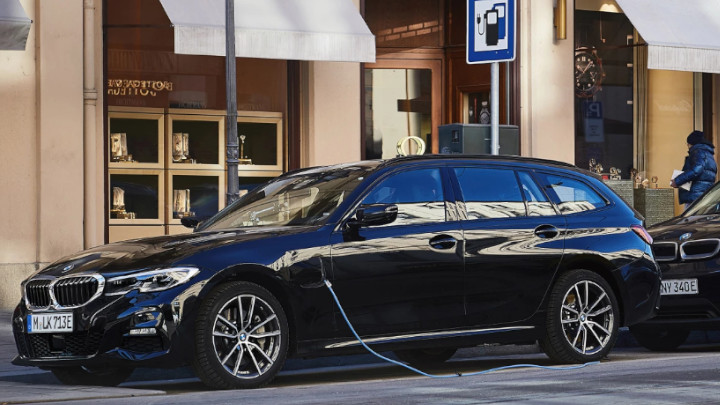 BMW 3 Series Touring Plug-in Hybrid Charging