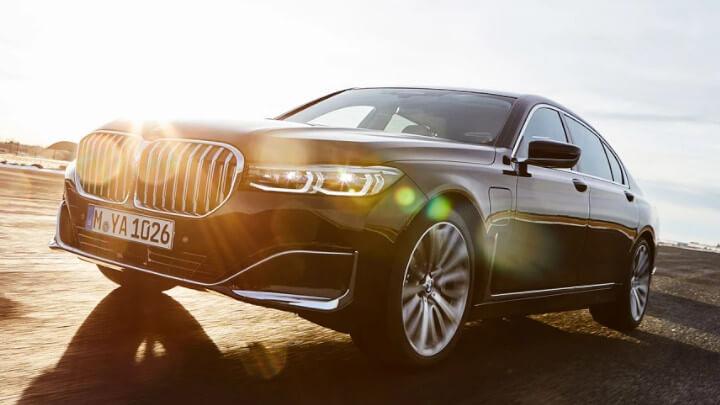 BMW 7 Series Plug-in Hybrid Driving