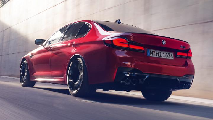 BMW M5 Rear, Driving