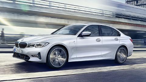 BMW 3 Series Saloon Plug-in Hybrid Driving