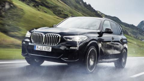 BMW X3 Plug-in Hybrid Driving