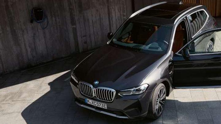 BMW X3, front quarter, door open