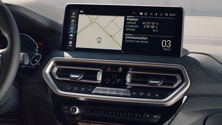 BMW X3, 12-inch infotainment display
