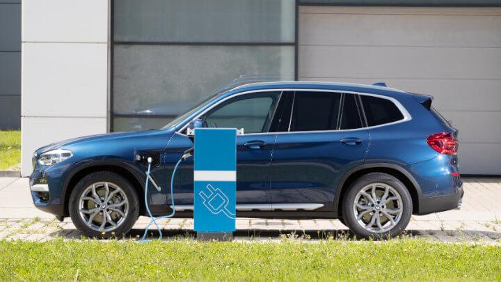 BMW X3 Plug-in Hybrid Charging
