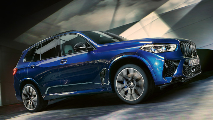 BMW X5 M Competition Exterior, Driving