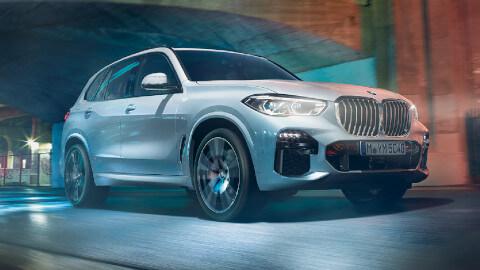 BMW X5 Driving