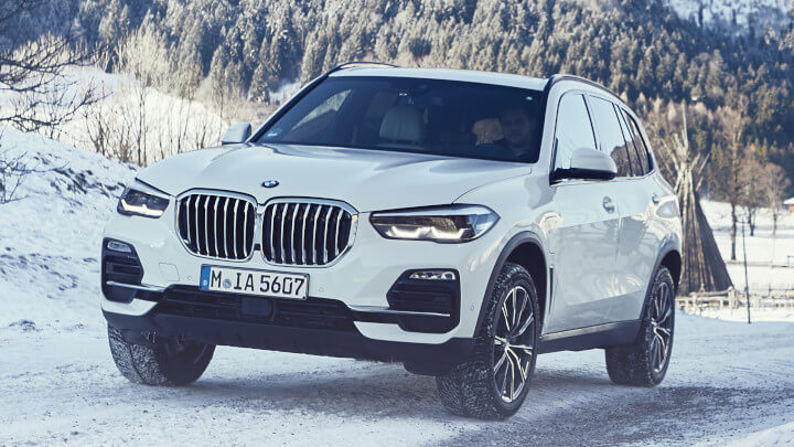 BMW X5 Plug-in Hybrid Driving in the Snow