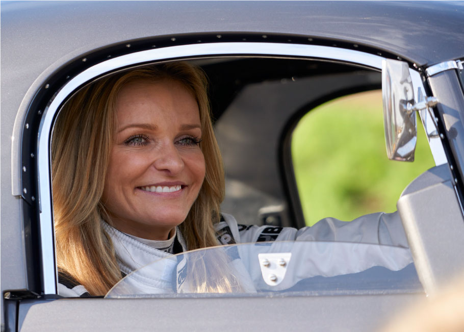 Katarina Kyvalova driving the E-Type.