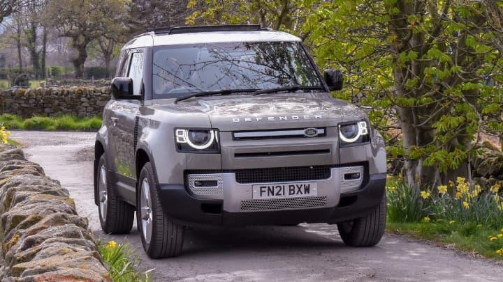 Land Rover Defender 90 Driving