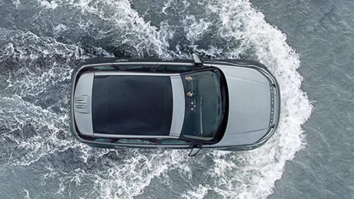 land rover evoque driving through water