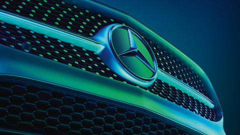 Mercedes-Benz bonnet badge