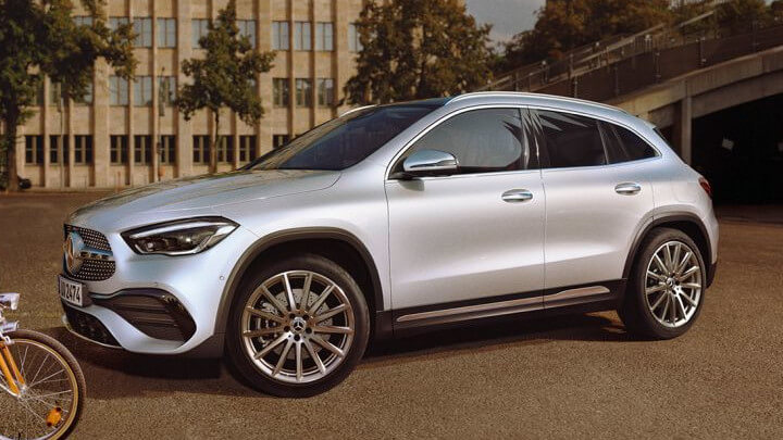 Mercedes-Benz GLA Side