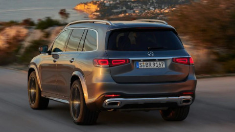 Mercedes-Benz GLS Driving