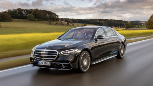 Mercedes-Benz S-Class Plug-in Hybrid Driving