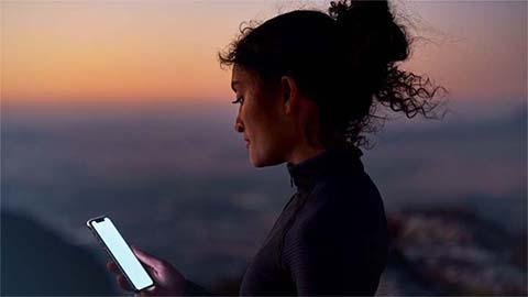woman using mercedes me smartphone app