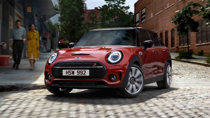 MINI Clubman Cooper S in red.