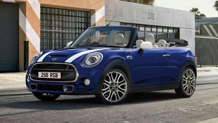 MINI Convertible Cooper S Exclusive in blue.