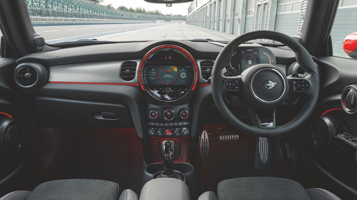 MINI Hatch John Cooper Works, interior and infotainment system