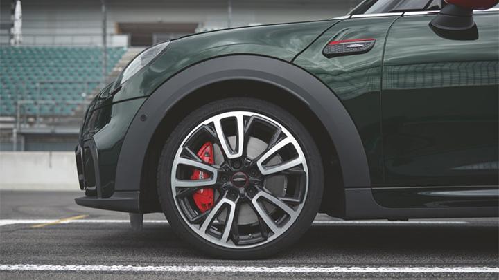 Green MINI Hatch John Cooper Works, alloy wheel and red brake caliper