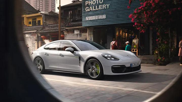 Porsche Panamera lifestyle view