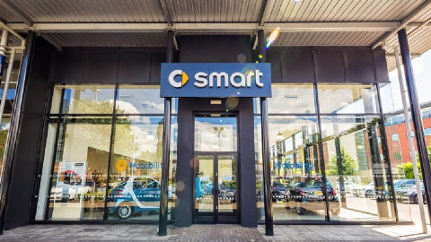 Stratstone smart dealership