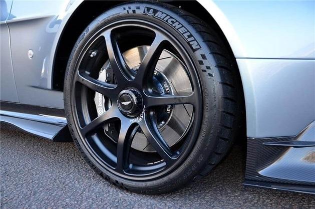 aston martin vantage gt8 alloy wheels
