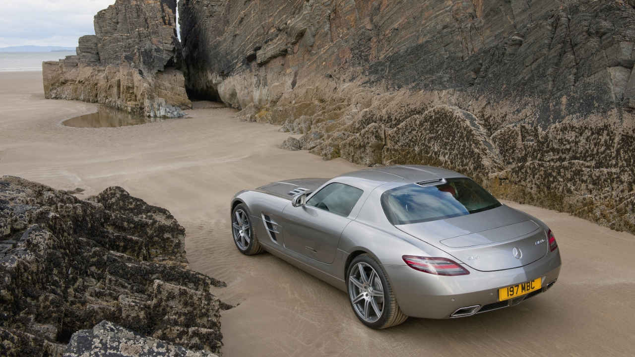 Mercedes-AMG SLS Beach Large