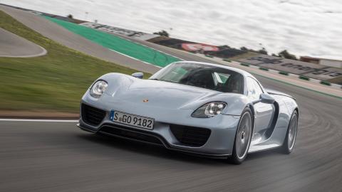 Porsche 918 Spyder, driving on track